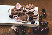 Chocolate sandwich cookies with cherry icecream