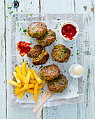 Cutlets with chips and ketchup