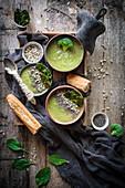 Grüne Gemüsecremesuppe mit Brokkoli