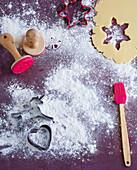 Kuchenteig für Weihnachtsplätzchen, Ausstechformen, Stempel und Pinsel
