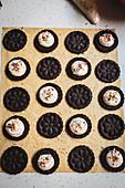 Selbstgemachte Oreo-Cookies mit Cremefüllung