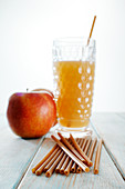 Straws made of durum wheat and apple fibers