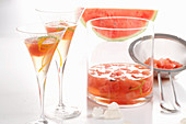 Selbst angesetzter Likör mit Wassermelone, Limette, Orange, Kandis und Grappa