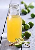 Selbstgemachter Limequat-Sirup mit Ingwer und Zitronengras