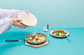 Speck-Erbsen-Omelett mit Paprika und Zucchini zubereiten