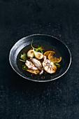 Knoblauchbrühe mit Huhn und Limetten