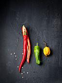 Rote, grüne und gelbe Chilischote