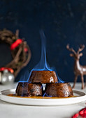 Kleine Christmas Puddings flambieren
