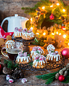 Mini gingerbread cakes with icing and cranberries
