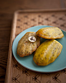 Lemon and poppy-seed madeleines