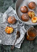 Quark balls with apricot jam