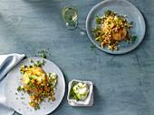 Baked Potatoe mit Gurken-Lachs-Tatar und Krabben-Apfel-Salat