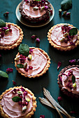 Tartlets with cream cheese, white chocolate cream and rosewater