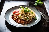 Spaghetti mit veganer Blumenkohl-Bolognese