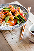 Spicy tofu with green beans, peppers and rice (Asia)