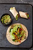 Burritos mit Bohnen und Avocadocreme