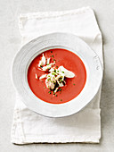 Rote-Bete-Suppe mit Forelle