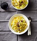 Leek pasta with curry cream