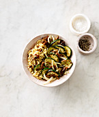 Tomato bulgur with courgette and onions