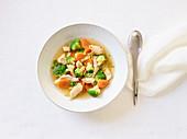 Glutenfreie Hühnersuppe mit Gemüse