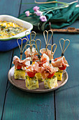 Potato tortilla cubes with serrano ham