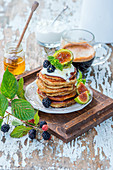 Wholemeal pancakes with figs and blackberries