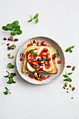 Cheesecake bruschetta with strawberries and pistachios