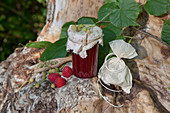 Himbeermarmelade mit Lindenblüten