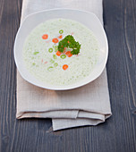 Cream foam soup with spring onions, carrots and parsley