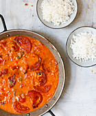 Finely spiced tomato curry as a basic recipe