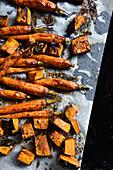 Karotten und Kürbis, ofengebacken auf Backpapier