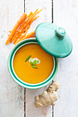 Carrot and ginger soup with yellow curry paste and coconut milk (low carb)