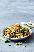 Green vegie and chicken chow mein (China)
