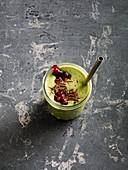 Maronen-Lebkuchen-Drink mit Mandeldrink und Preiselbeeren