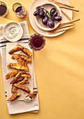 Knusprig gebratene Auberginen mit Sardellen-Mayo