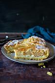 Crostata mit Äpfeln und Mandeln
