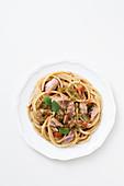 Spaghettoni alla trapanese (Nudeln mit Mandel-Petersilien-Pesto und Thunfisch, Italien)
