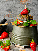A black burger with quark, strawberries and lemon balm