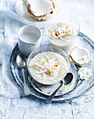 Tapioka-Puddings mit Kokos und Litschi