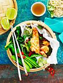 Lachs mit gemischtem Gemüse aus dem Dampfkörbchen (Asien)