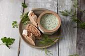 Green herb cream