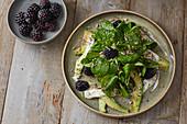 Avocado-Brombeer-Salat mit Feldsalat