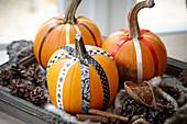 Verzierte Kürbisse für Halloween