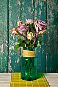 Herbststrauß mit Zierkohl und Rosen