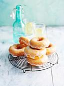 Glutenfreie Donuts mit Zitronenglasur
