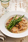 Pork with shallots and asparagus
