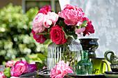 Rosenstrauß in Glasvase