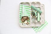 Mini crackers with wasabi mayonnaise