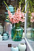 Strauß aus lachsrosa Gladiolen