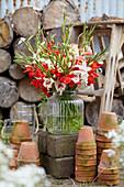 Rot-weißer Gladiolen - Strauß